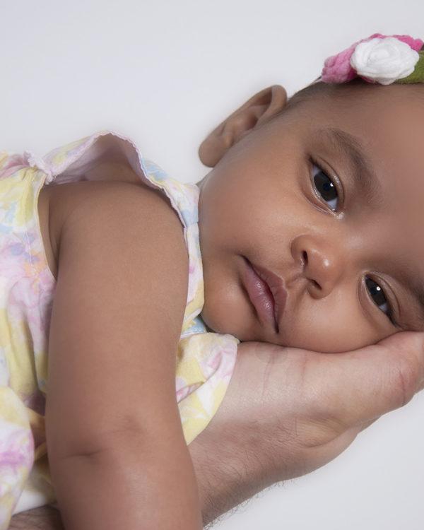 Baby auf Hand